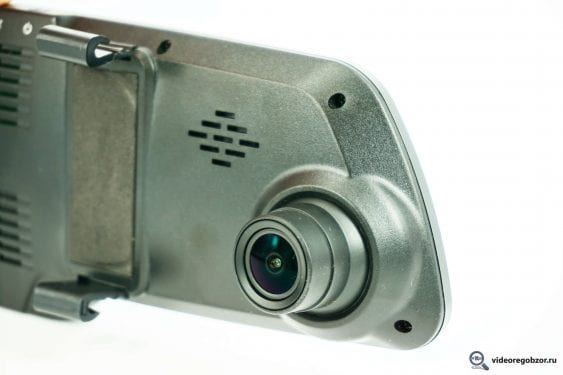 obzor videoregistratora v vide zerkala inspector typhoon s gps modulem i bazoy kamer 11