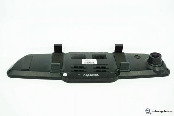 obzor videoregistratora v vide zerkala inspector typhoon s gps modulem i bazoy kamer 13