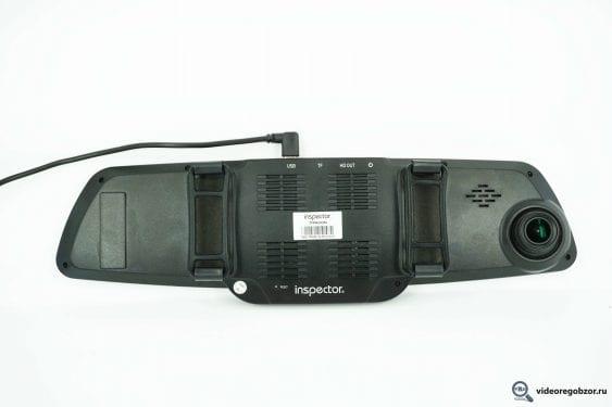 obzor videoregistratora v vide zerkala inspector typhoon s gps modulem i bazoy kamer 17