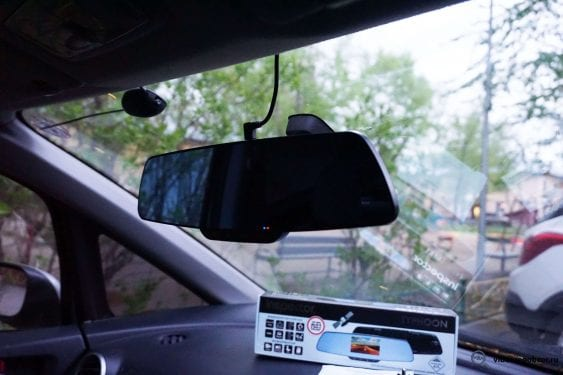 obzor videoregistratora v vide zerkala inspector typhoon s gps modulem i bazoy kamer 24