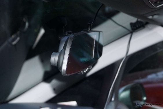 obzor videoregistratora v vide zerkala inspector typhoon s gps modulem i bazoy kamer 25