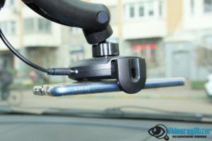 автомобильная беспроводная зарядка с сенсорным механическим захватом QCYBER AUTOMATIC 18